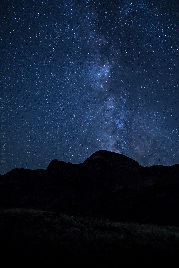 Звёздное небо, на котором виден Млечный Путь