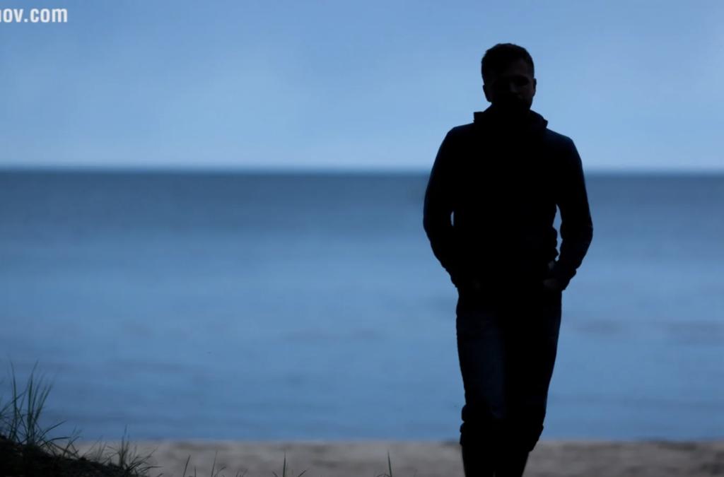 фотографируем портрет человека на фоне вечернего неба