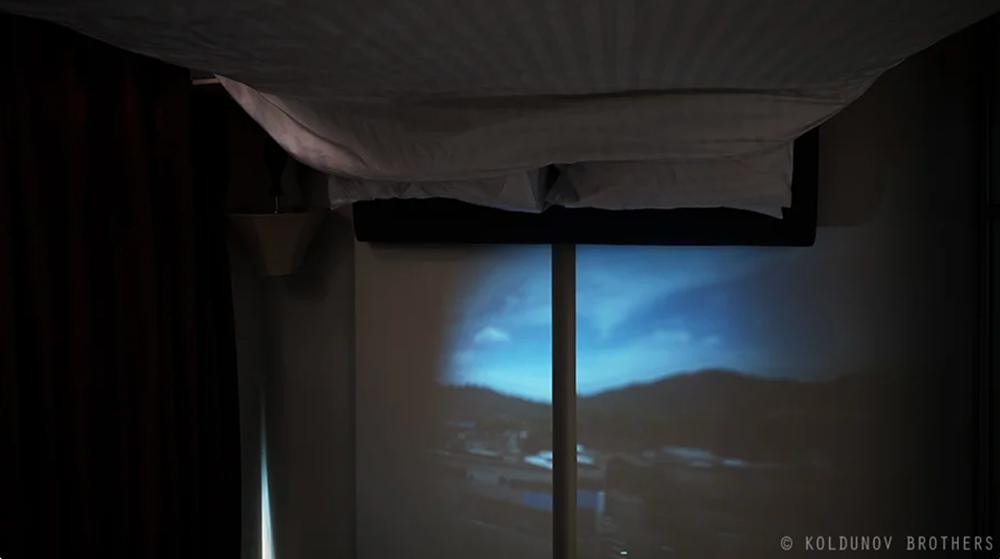 изображение окружающего пейзажа внутри комнаты при помощи Camera obscura