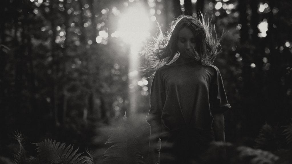 фотография с портретом в тёмной тональности