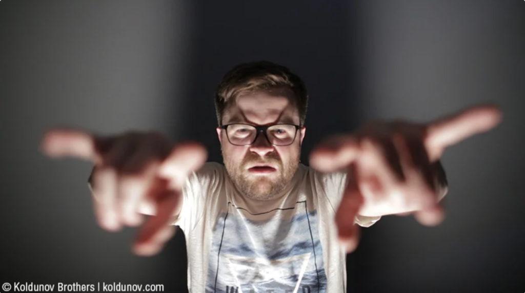 Устрашение зрителя с помощью нижнего света