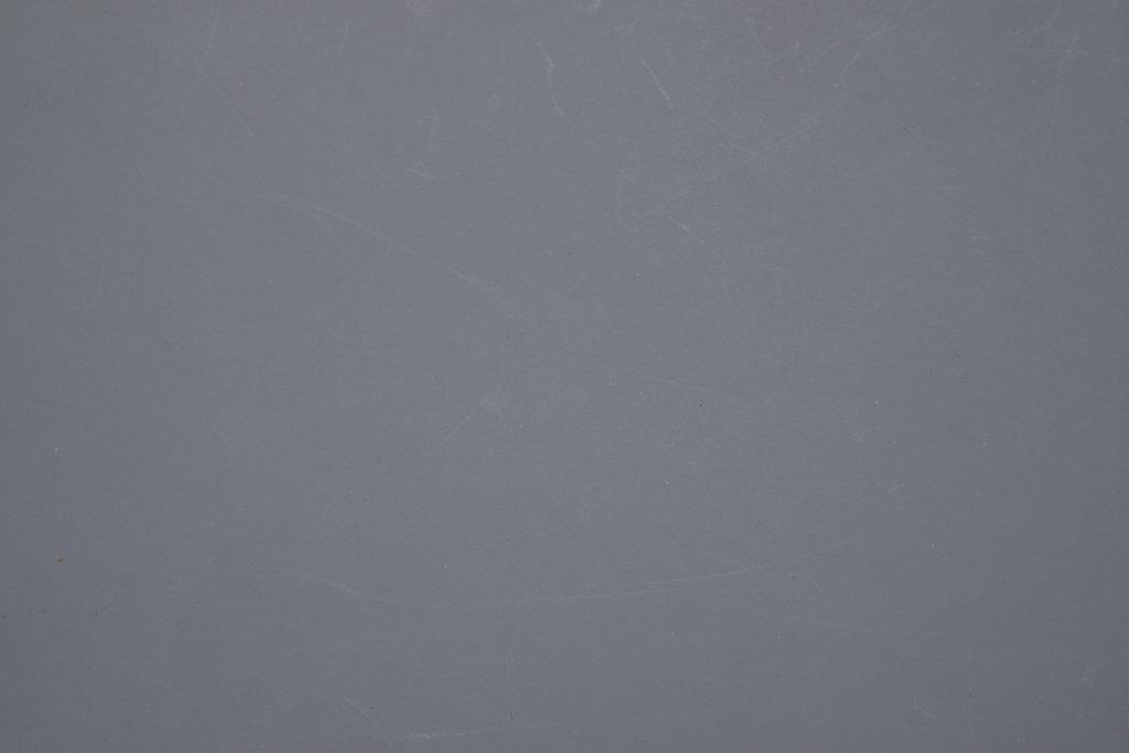 Фотография серого листа бумаги, сделана в автоматическом режиме.