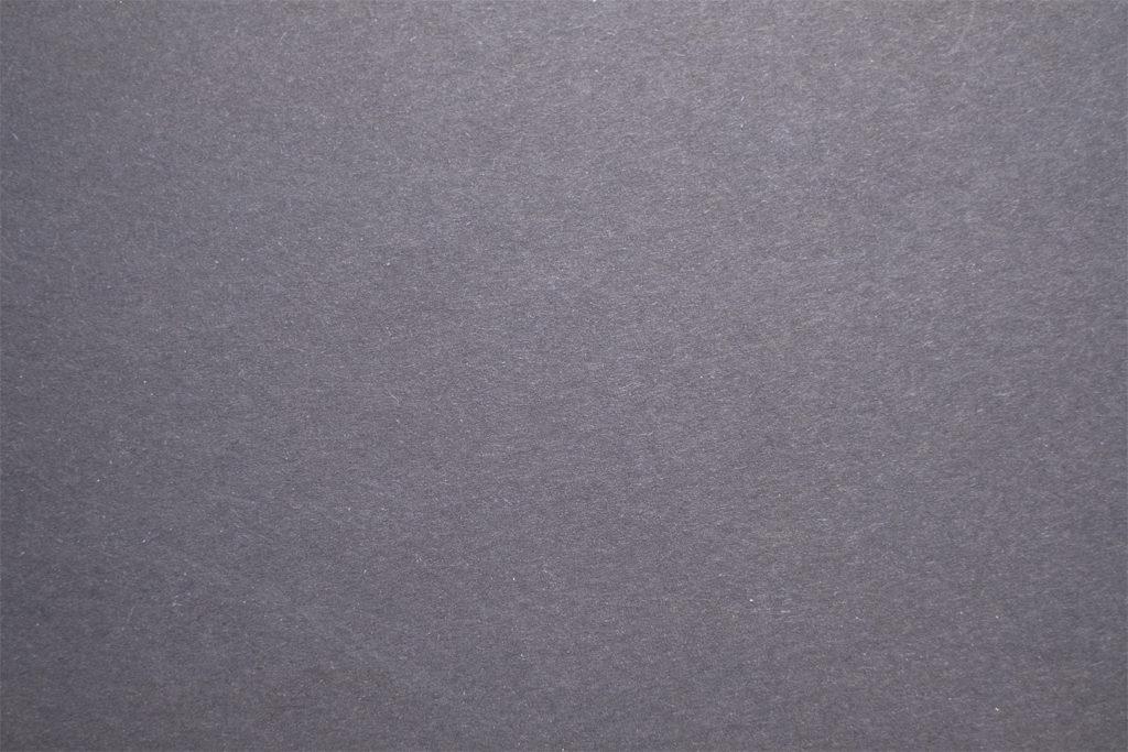 Фотография чёрного листа бумаги, сделана в автоматическом режиме.